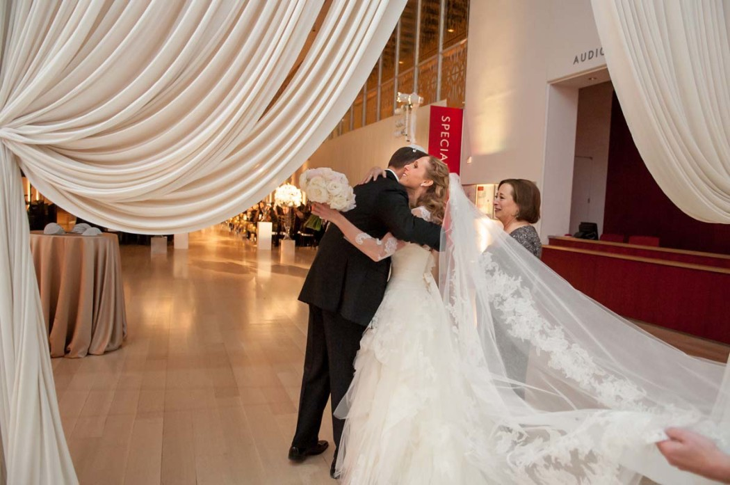 carly-and-jason_modern-wing_art-institute_jewish-wedding_hmr-designs_carasco-photo0035